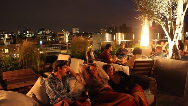 Η οροφή του Shoreditch's Boundary είναι το τέλειο σημείο για να απολαύσετε ένα καλοκαιρινό βράδυ.