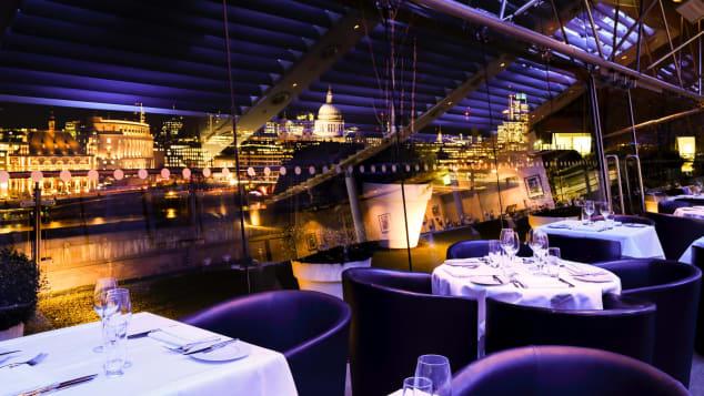 Δειπνήστε με θέα τον Άγιο Παύλο και τον Τάμεση στο OXO, στο Southbank του Λονδίνου.