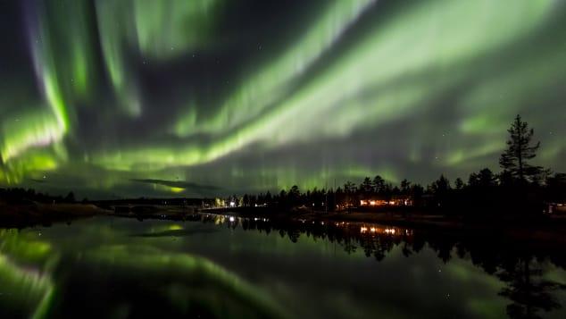 off season travel 3 northern lights kakslauttanen autumn16