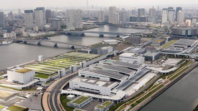 An aerial photo of Tokyo's new Toyosu fish market.