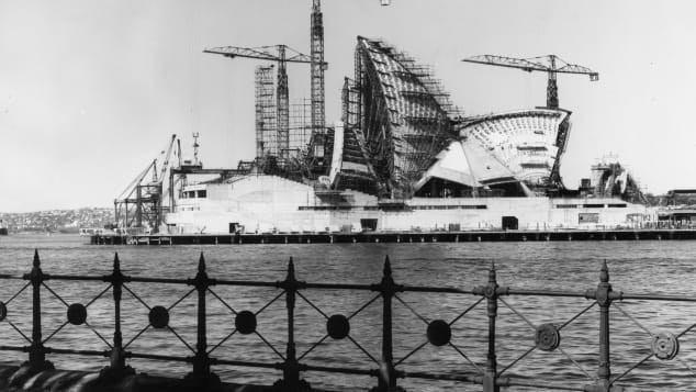 Construction of the shell-shaped roof.