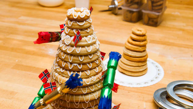 This is a traditional Norwegian marzipan ring cake.