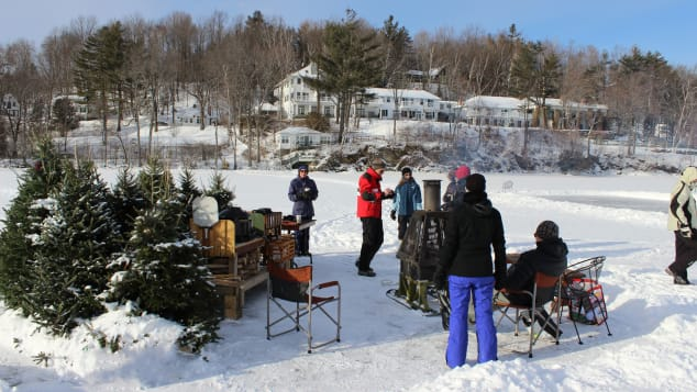 Each week, the Manoir Hovey hosts a complimentary ice-fishing lesson for guests.