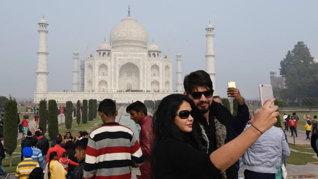 Taj Mahal - tourists