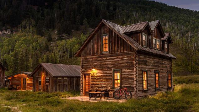 Dunton Springs - tipping cabin