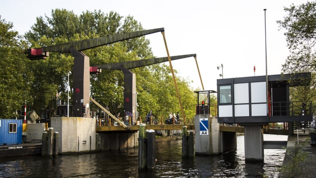 Theophile de Bockbrug is a bridge house is situated on a giant drawbridge near the city's Vondelpark.
