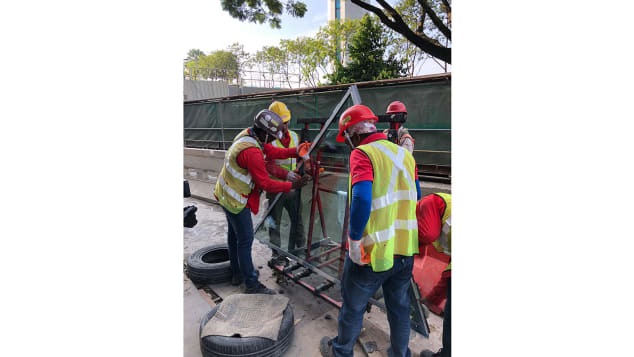 Changi Jewel facade Step 1 - Inspection of glass panel