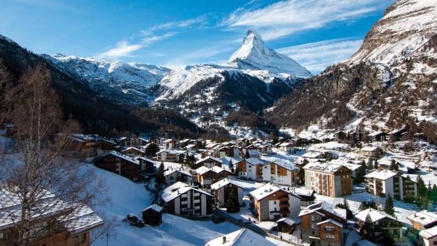 Aberto o ano todo, Zermatt parece particularmente casual no verão.