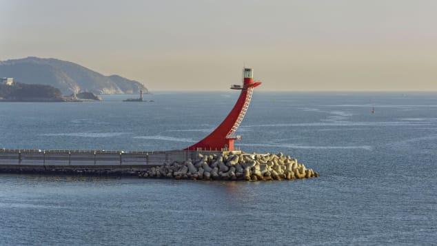 Farol de quebra-mar leste de Gadeokdo (West End), Yeondo, Changwon, Coreia do Sul Shutterstock (Igor Grochev)