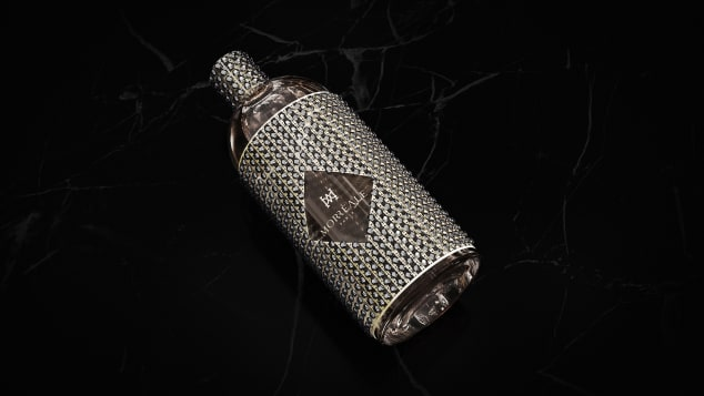 A diamond-studded bottle of Le Monde sur Mesure by perfumery Morreale Paris.