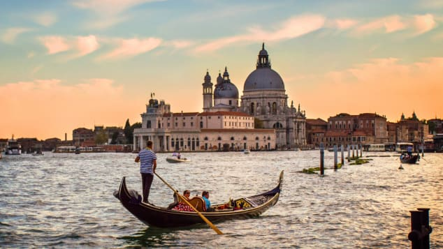 Gondoliers at sunset: a recipe for romance.