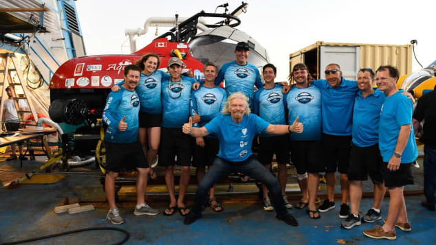 Expedition-Crew-with-the-Stingray-500-and-Sir-Richard-Branson---Photo-Gaelin-Rosenwaks