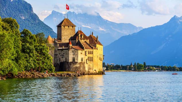 08 سويسرا أسعد coutries 2018