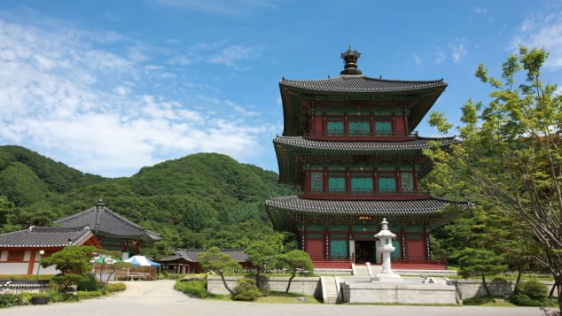 Botapsa Temple is home to the only mountable pagoda in Korea.