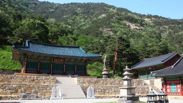 Samhwasa Temple, now in its second location, offers several temple stay programs.