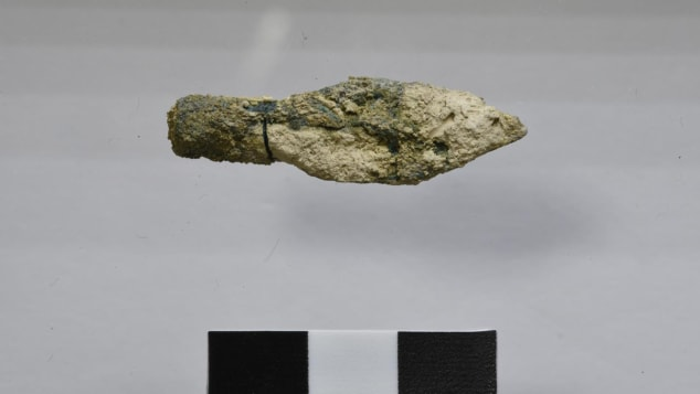 Una punta de flecha escita descubierta en el sitio, que se cree que data del 587-586 a. C.