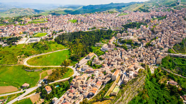 Italian town of Cammarata offers free houses