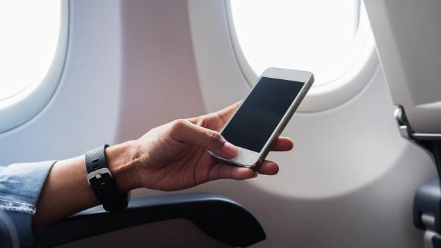 01 telefones em aviões celular não falando