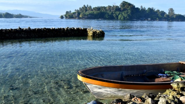 At least a dozen langauges are spoken throughout Bougainville.