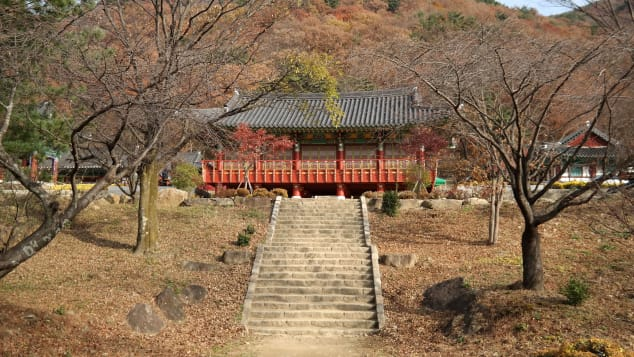 Located in Naedong-li of Toji Township, Gurye-gun, Yeongoksa Temple was built by the founder of Hwaeomsa Temple, Yeonji Josa, in AD 544.