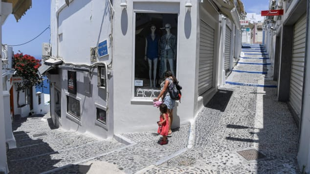 Recent years have seen complaints about overtourism in Santorini.