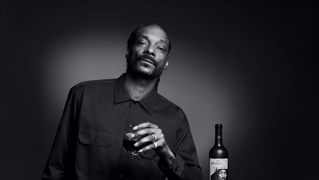 En estos días, Snoop está pasando por alto el aguardiente a favor del buen vino.