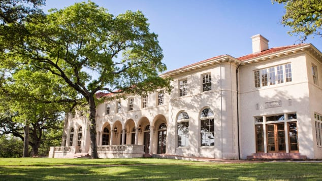 Commodore Perry Estate in Austin, Texas, opened in June 2020 as part of the Auberge Resorts Collection.