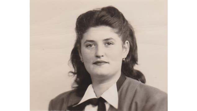 Anna Boros, retratada aqui quando jovem, foi salva por um médico egípcio que mais tarde a adotou. A filha dela forneceu esta foto.