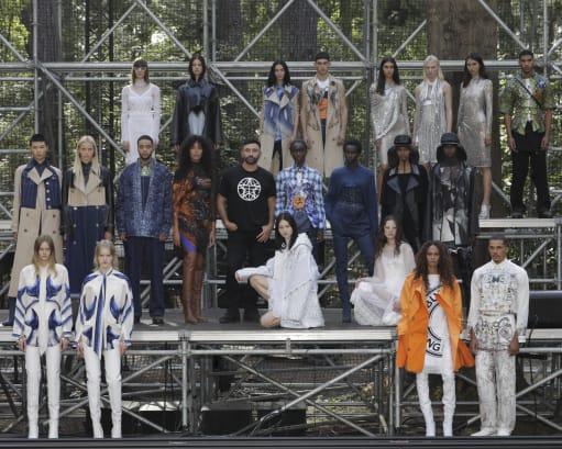 10b Burberry London Fashion Week 2020 DIBATASI