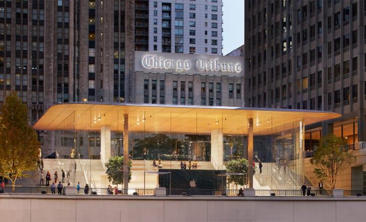 The Apple store on Chicago Michigan Avenue.