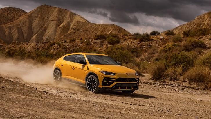 Внедорожники остаются большим бизнесом, и 2018 год будет годом, когда к партии присоединятся созданные бренды суперкаров из Италии. На фото Lamborghini Urus.