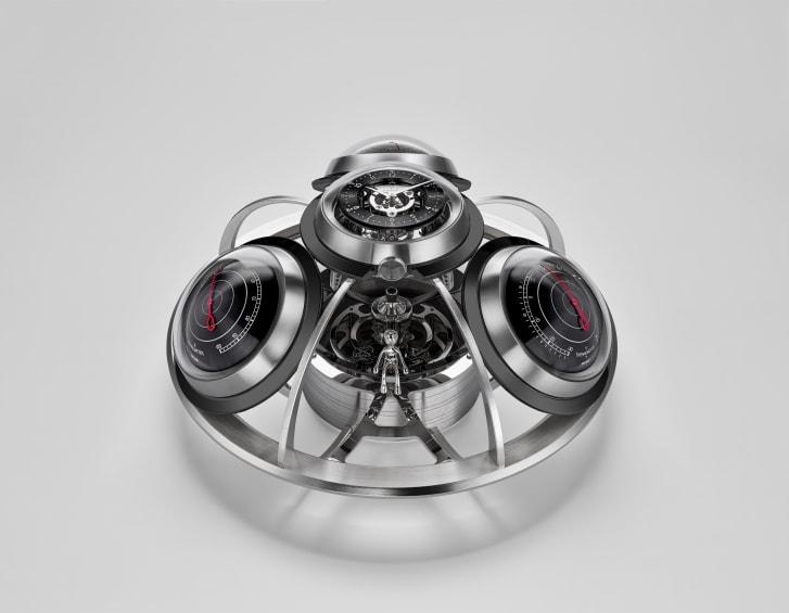 Il nuovo Fifth Element di MB & F è composto da un orologio rimovibile, un barometro, un igrometro e un termometro.