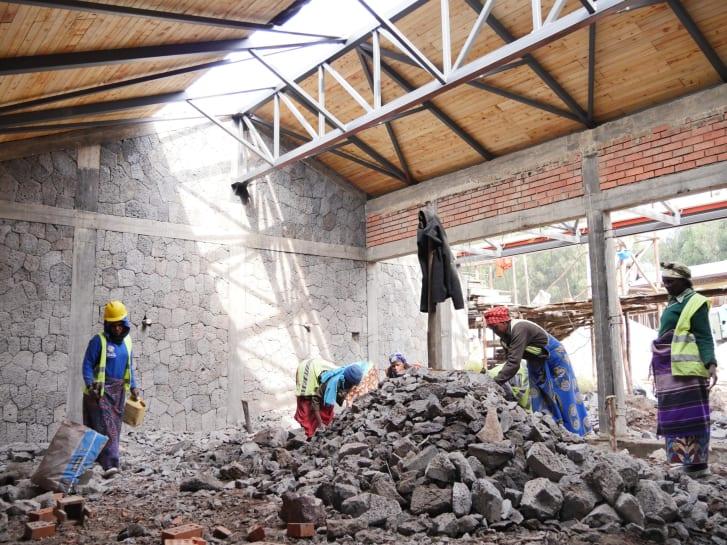 Escuela primaria de Ruhehe en construcción.