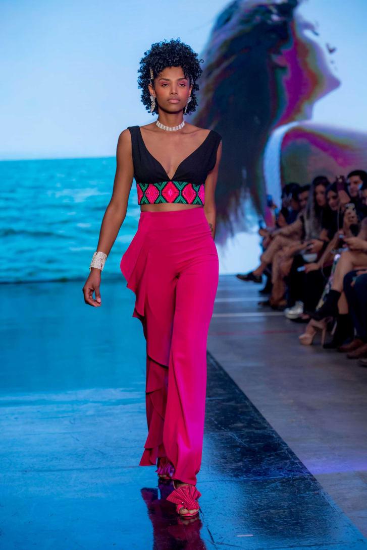 Lydia Lavín trabajó con artesanos huicholes para crear prendas. Crédito: Mercedes-Benz Fashion Week Ciudad de México