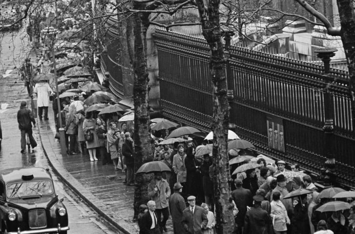 "Visitors queue in the rain to see ""Treasures                  of Tutankhamun"" at the the British Museum, London,                  in 1972."
