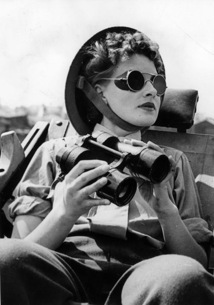 ATS anti-aircraft spotter near London (1943)