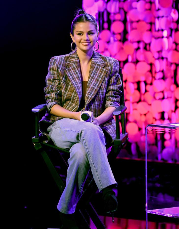 Selena Gomez di pesta rilis album di California.