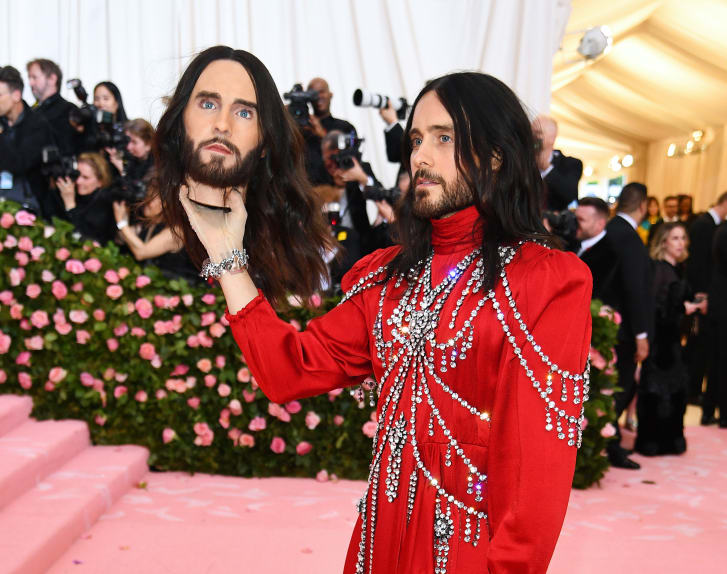 Jared Leto wore an embellished Gucci robe to the the 2019 Met Gala as he posed with a replica of his severed head.