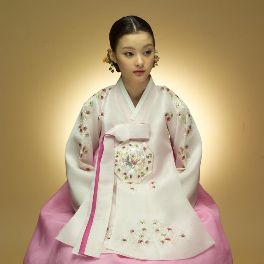 How Hanbok Is Influencing Biggest Fashion Names Cnn Style Outfit Girl 10 Korea Korean 3