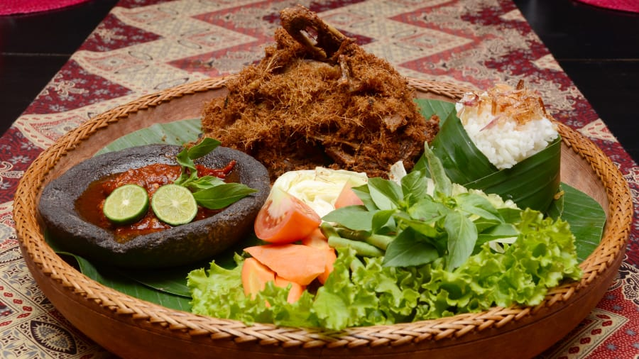 Indonesia food 40 dishes we cant live without cnn travel indonesian food bebek goreng 6558 1900px forumfinder Choice Image