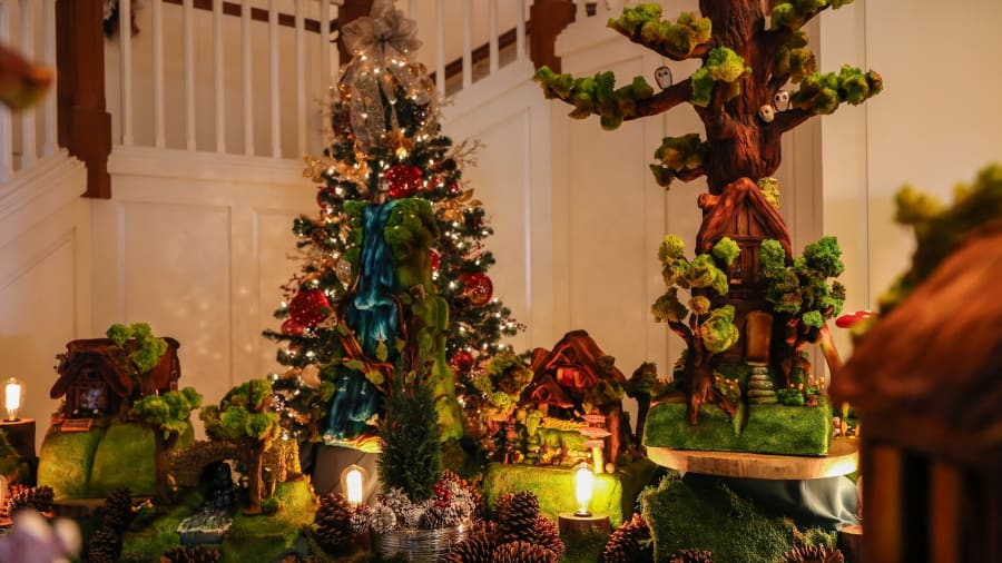 christmas hotels montage laguna beach gingerbread - Hotel Christmas Decorations