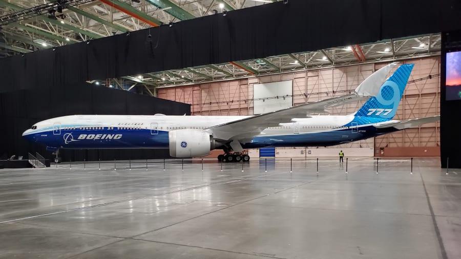 这架世界上最长的客机就在这里 - 波音777X
