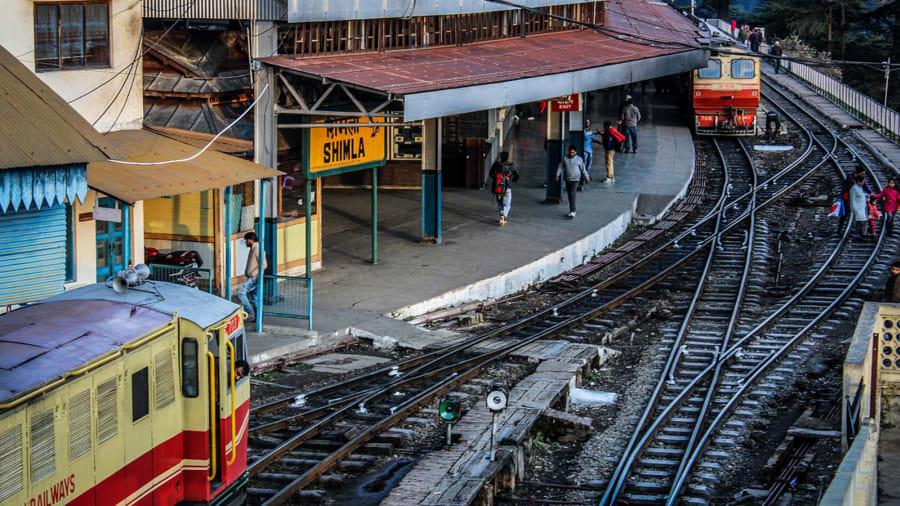 train-2055307_1280 antriksh kumar:Pixabay