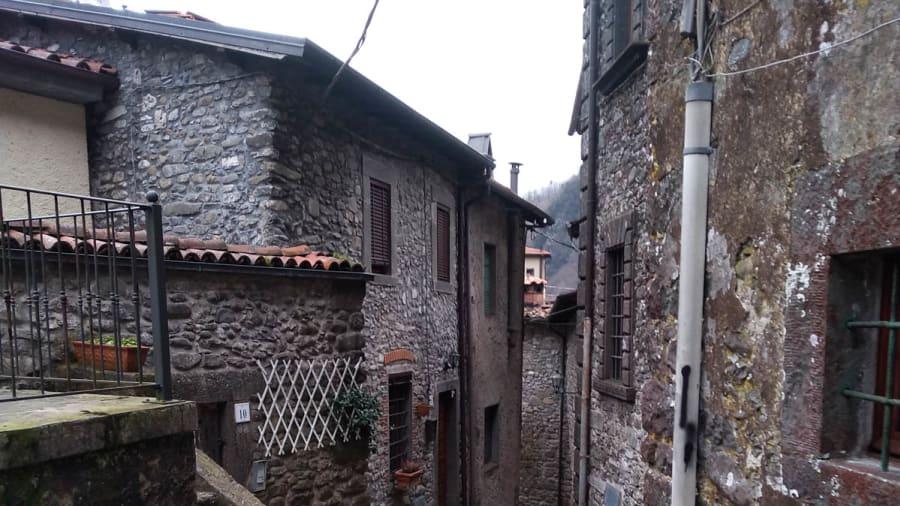 one euro houses in Vergemoli c-Roque