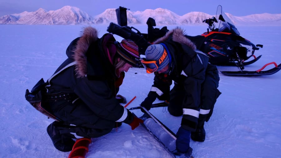 Hearts-in-the-ice-project---Sunniva-and-Hilde-on-the-ice