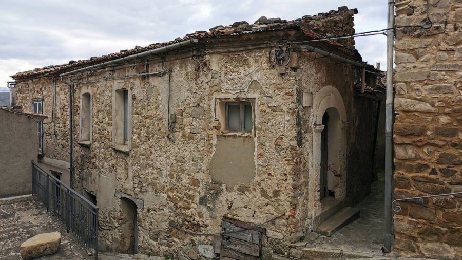 Laurenzana €1 homes on sale---old-house-in-ancient-district-c-moreno