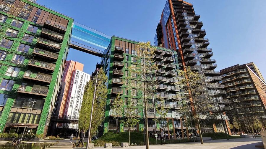 London's new see-through Sky Pool Http%3A%2F%2Fcdn.cnn.com%2Fcnnnext%2Fdam%2Fassets%2F210426141606-skypool-3