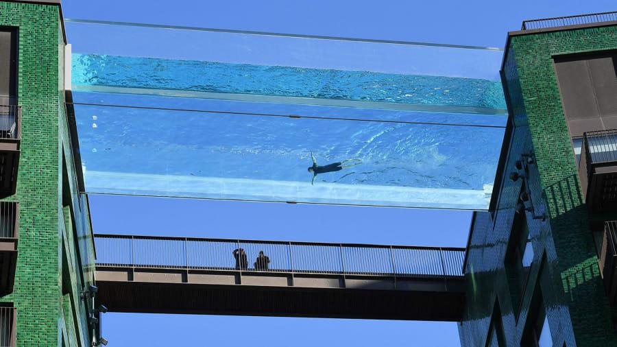 London's new see-through Sky Pool Http%3A%2F%2Fcdn.cnn.com%2Fcnnnext%2Fdam%2Fassets%2F210426141629-skypool-2
