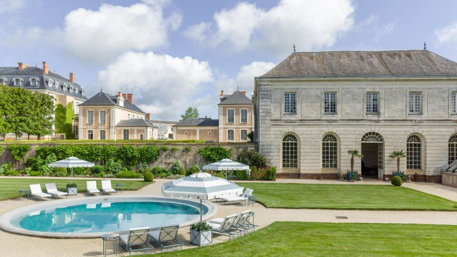 hotel royal chateau du grand luce pool