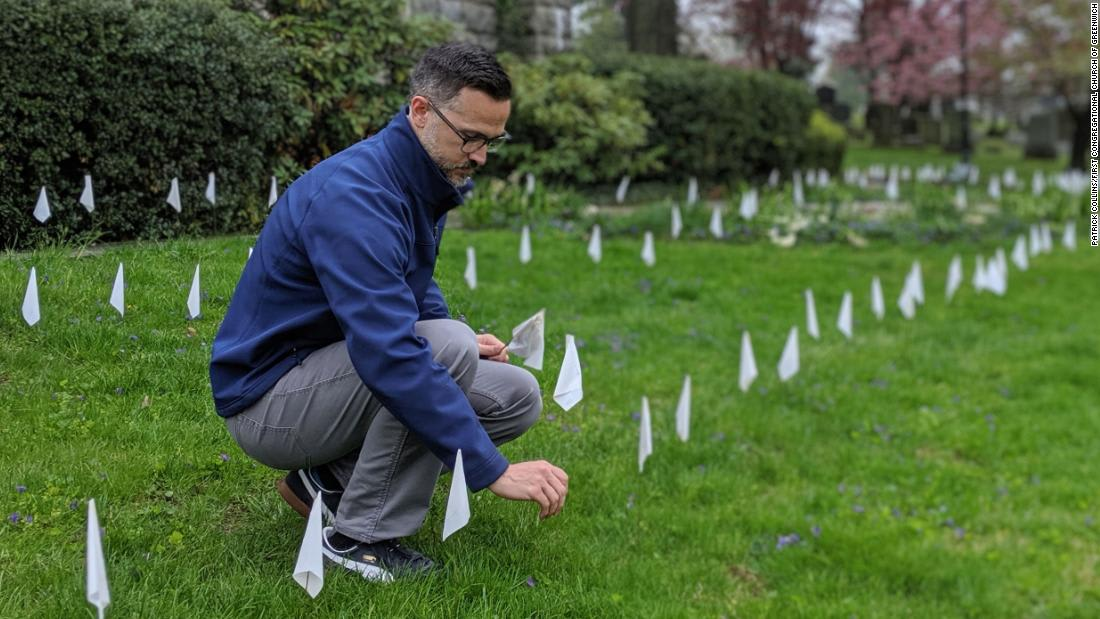 A pastor is memorializing each of the thousands of Covid-19 victims in his state with a white flag